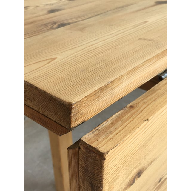 Pine 20th Century Midcentury Large Pine Drop-Leaf Country Farm Table With Two Leaves For Sale - Image 7 of 12