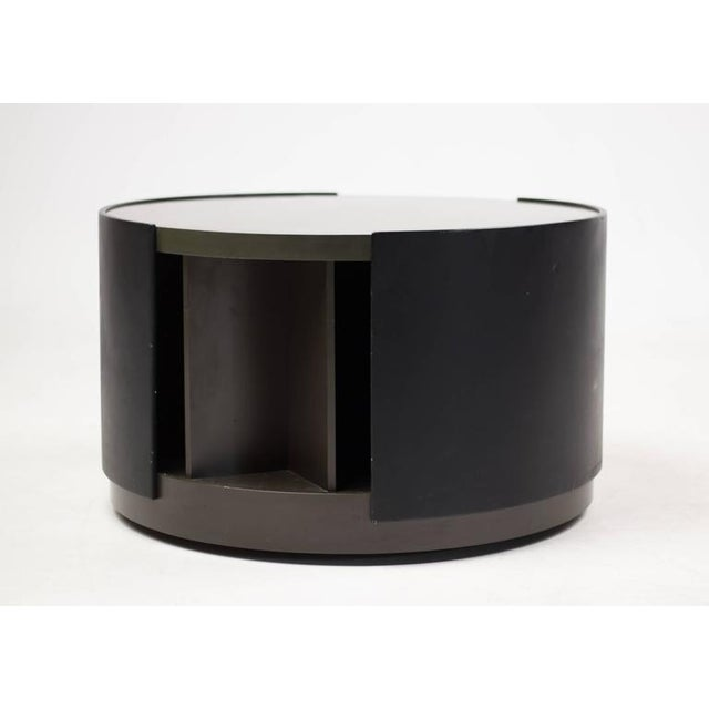 This rare bar table on wheels designed by Eugenio Gerli is made out of lacquered plywood, laminate, leather and steel. The...