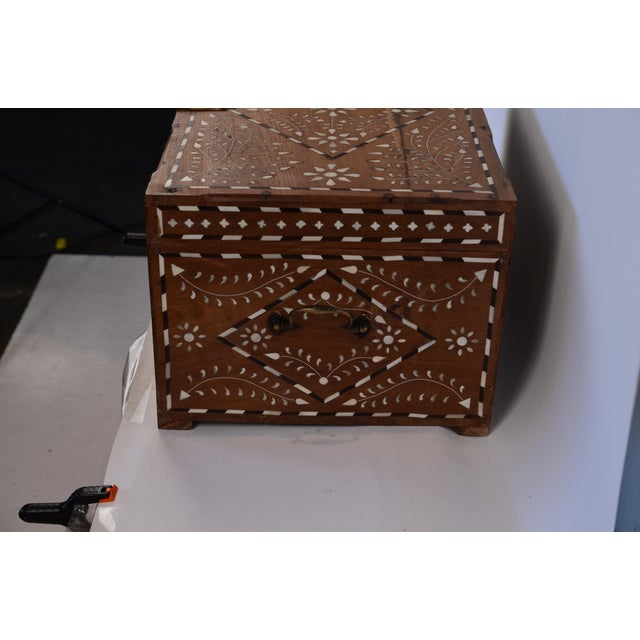 Anglo-Indian Anglo-Indian Bone Inlay Jewelry Box For Sale - Image 3 of 7