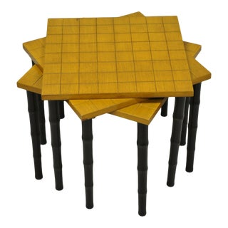Mid 20th Century Vintage Faux Bamboo Mid Century Modern Nesting Snack Side Tables - Set of 3 For Sale