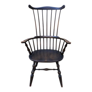 1930s Vintage Elegant Ebonized Governor Bradford Windsor Comb Back Chair For Sale