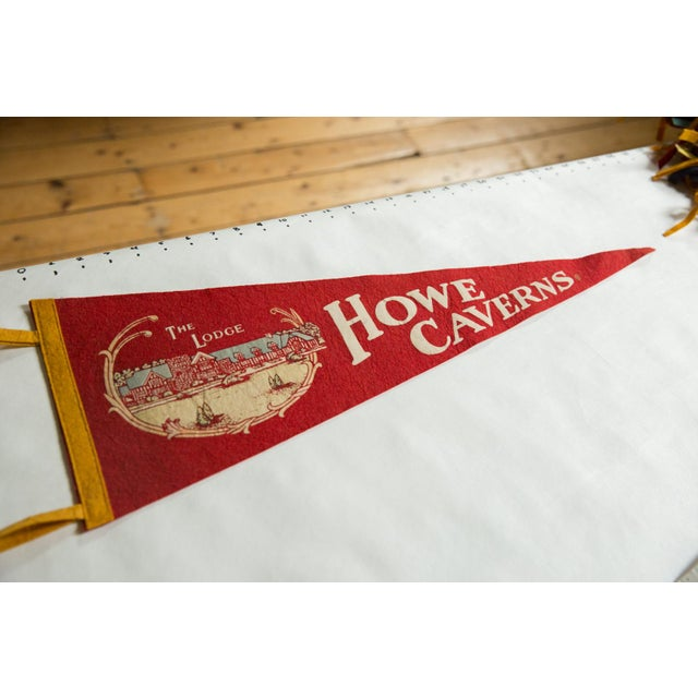 :: Vintage circa 1950s Howe Caverns felt flag souvenir banner pennant with imagery of the Lodge on it, atop a red background.