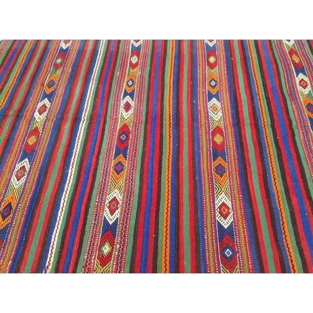 Vintage Turkish Kilim Rug - 4′10″ × 8′4″ For Sale - Image 4 of 6