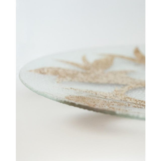 1950s Dorothy Thorpe 22k Gold Scroll Pebble Glass Small Platter For Sale - Image 5 of 5