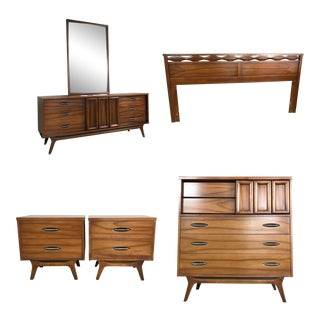 Mid Century Modern Walnut Bedroom Set For Sale