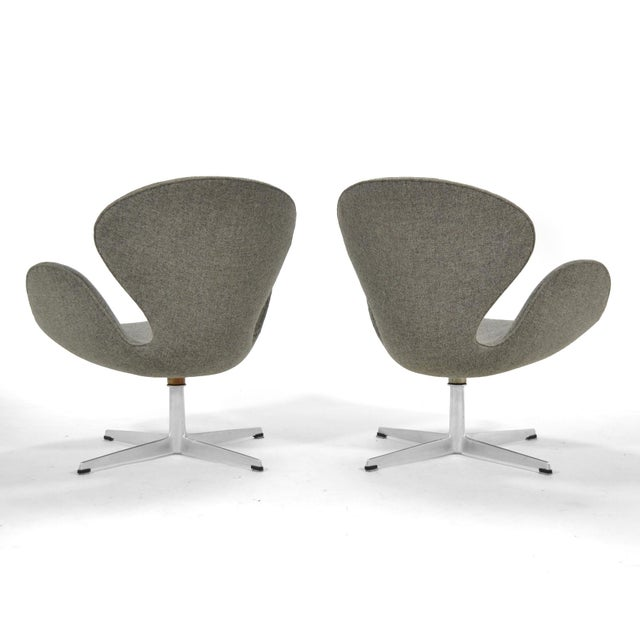 Arne Jacobsen Pair of Swan Chairs by Fritz Hansen For Sale In Chicago - Image 6 of 11