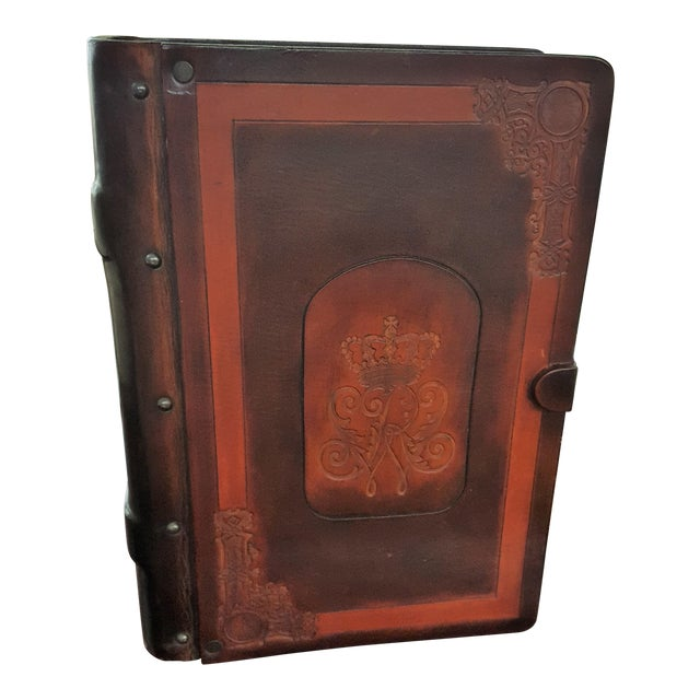 Traditional Leather and Wood Embossed Cigar Box For Sale