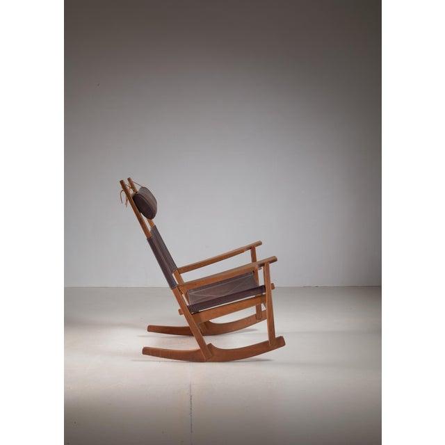 GETAMA Hans Wegner Key Hole Rocking Chair in Original Brown Leather For Sale - Image 4 of 7