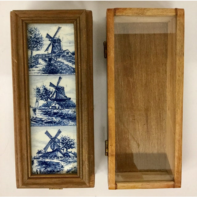 1960 English Traditional Cigar Boxes With Delftware Tile & Glass -a Pair For Sale - Image 13 of 13
