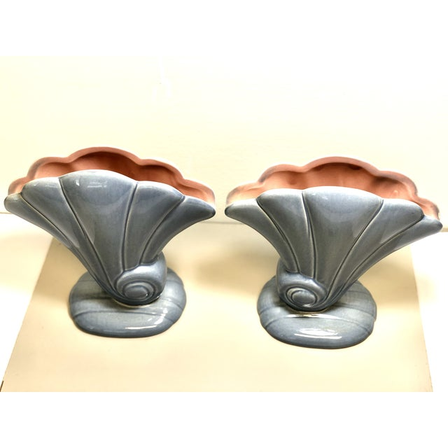 Hollywood Regency Red Wing 1940s Vintage 892 Usa Shell Flower Vases. - a Pair For Sale - Image 3 of 8