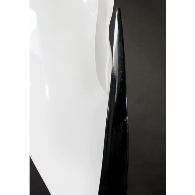 1980s Contemporary Modern Black & White Acrylic Flower Table Lamp, 1980s For Sale - Image 5 of 8