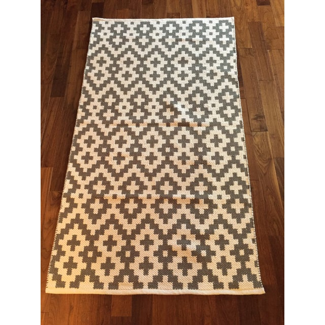 Gray & White Cotton Handwoven Rug - 3′ × 5′ For Sale - Image 4 of 4