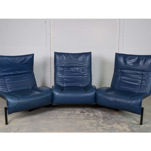 Mid-Century Modern Design Deep Navy Blue Leather Three-seat 'Veranda' Sofa by Vico Magistretti for Cassina, 1970s For Sale - Image 6 of 13