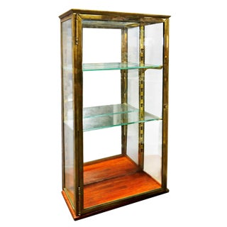 Mid 20th Century Traditional Brass and Glass Showcase For Sale