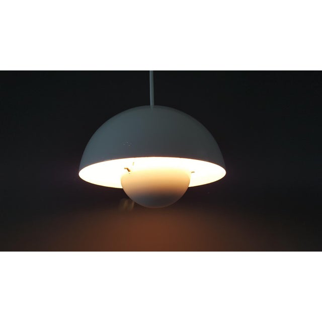 A very nice vintage edition of Verner Panton's famous flower pot lamp, VP1, designed in 1968 for Louis Poulsen. White...