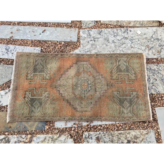 """1960s Hand Made Turkish Yastik Rug With Nomadic Design- 1'6"""" X 2'10"""" For Sale - Image 5 of 7"""