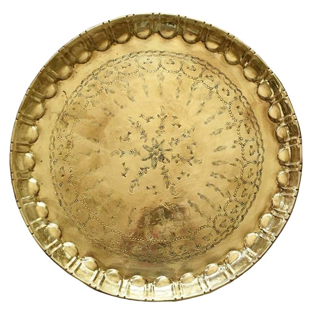 Early 20th Century Moroccan Round Hammered Brass Tea Tray For Sale
