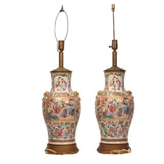 1850s Chinese Rose Medallion Vase Mounted Table Lamps - a Pair For Sale