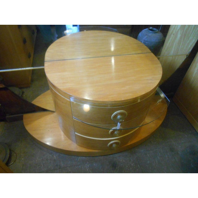 Tan 1930's Vintage Art Deco Vanity Table With Moon Mirror For Sale - Image 8 of 10