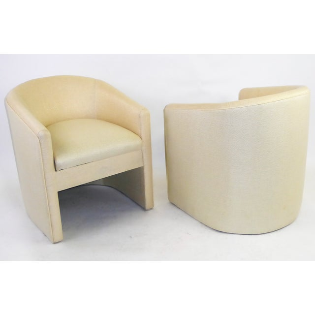 Pair of Barrel Back Tub Chairs in White and Gold Weave Fabric, 1960s For Sale In Miami - Image 6 of 13