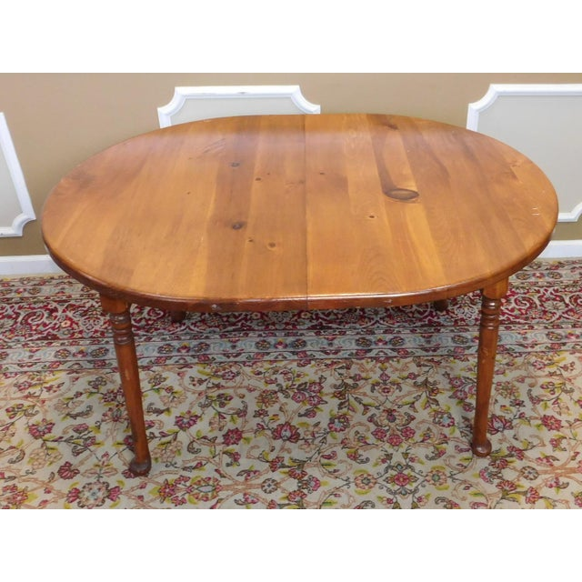 Classic Colonial Style Knotty Pine Oval Dining Table For Sale - Image 5 of 10