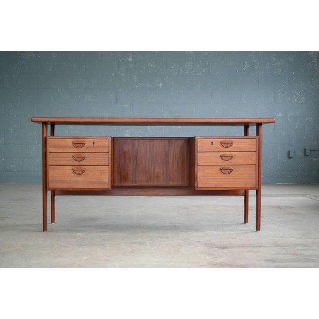Mid-Century Modern Executive Teak Desk Model FM 60 by Kai Kristiansen for Feldballes Møbelfabrik For Sale - Image 3 of 10