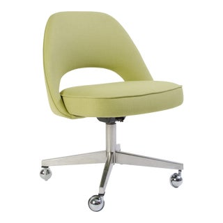 Saarinen for Knoll Desk Chair on Swivel Base in Green For Sale