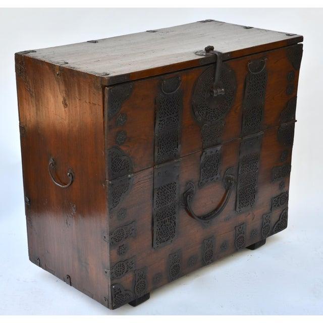 Asian 19th Century Korean Bandaji Chest For Sale - Image 3 of 5
