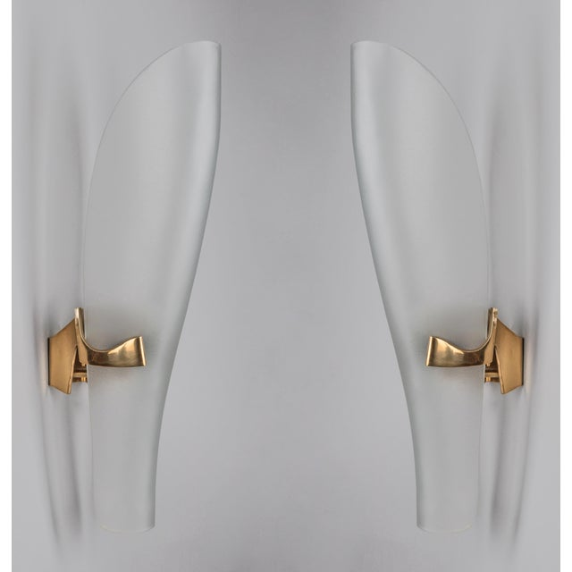 Mid-Century Modern 1950s Mid-Century Modern Max Ingrand for Fontana Arte Long Oval Curved Glass and Bronze Sconces - a Pair For Sale - Image 3 of 5