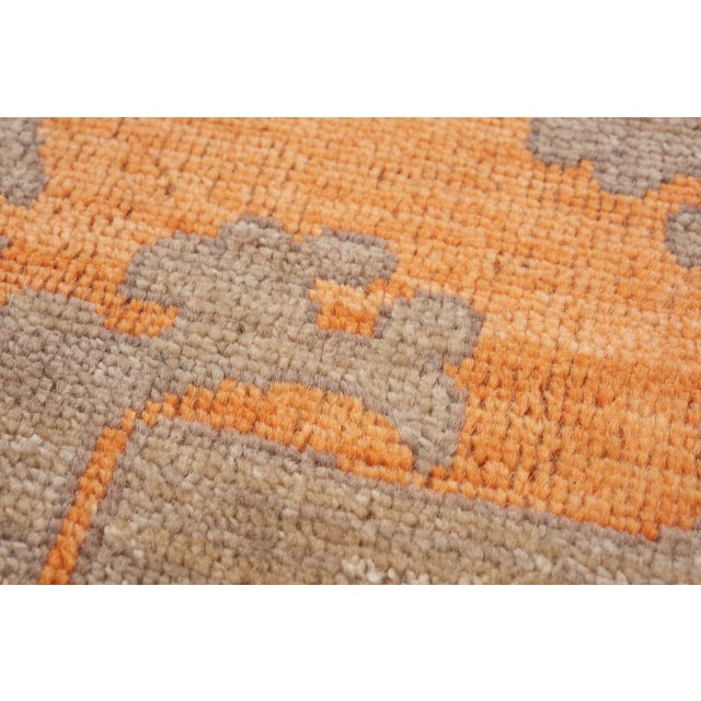 Schumacher Sadri Area Rug in Hand-Knotted Wool, Patterson Flynn Martin For Sale In New York - Image 6 of 7