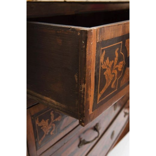 18th Century Italian Walnut Veneered Commode With White Marble Top For Sale - Image 4 of 11