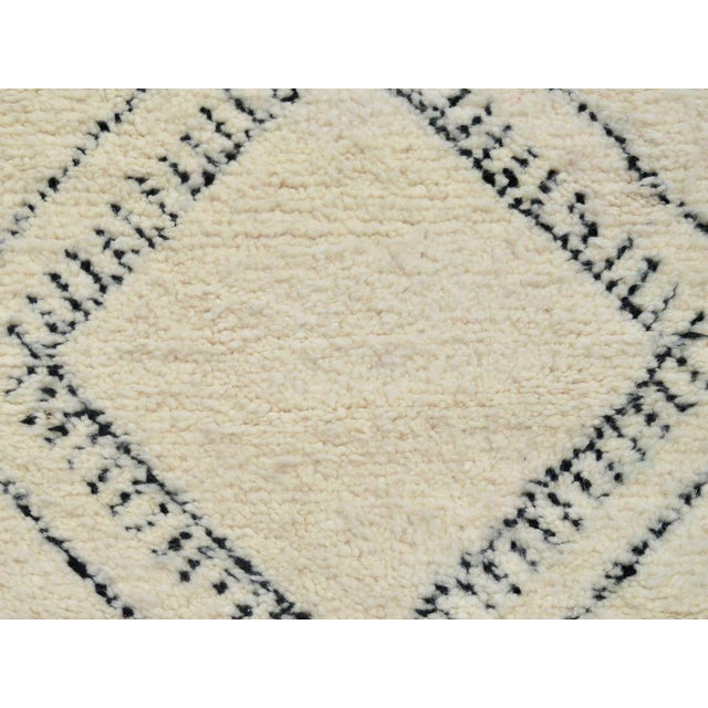 Moroccan Beni Ourain Runner Rug - 2′9″ × 10′7″ For Sale - Image 4 of 9