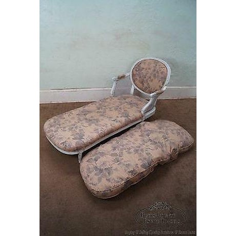 French Quality French Louis XVI Style Painted Chaise Lounge For Sale - Image 3 of 13