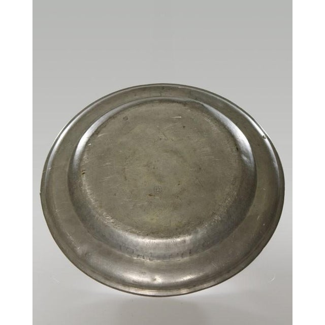 English Traditional Pair of Large Pewter Chargers, England c.1820 For Sale - Image 3 of 6