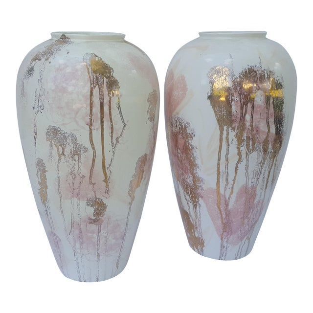 A Pair- Mid Century Vanguard Studios Pottery Abstract Liquid Gold and Pastel Pink Abstract Splatter Vases For Sale