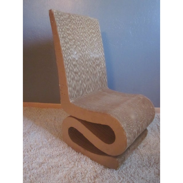 Gehry Inspired Cardboard Wiggle Chair - Image 5 of 10