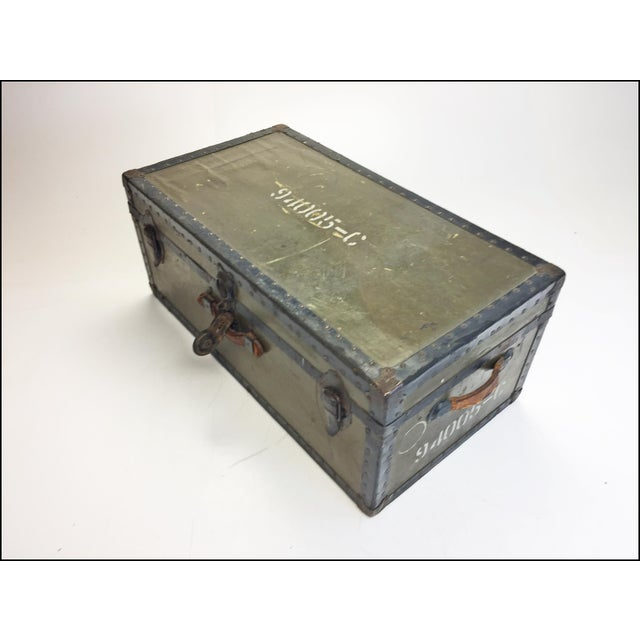 United States Army Vintage Industrial Green Us Military Foot Locker Trunk For Sale - Image 4 of 13