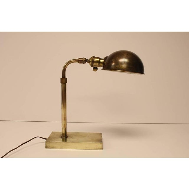 Antique Library Brass Desk Lamp. It works. It holds 75 W bulb