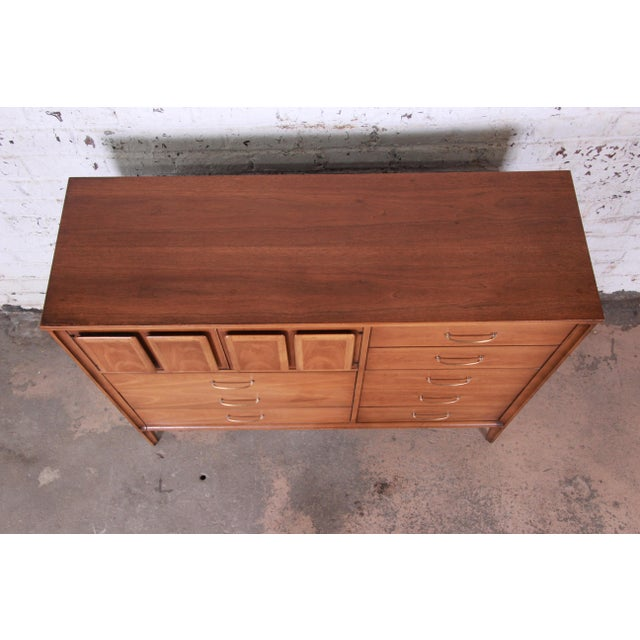 Broyhill Premier Mid-Century Modern Magna Gentleman's Chest For Sale In South Bend - Image 6 of 12
