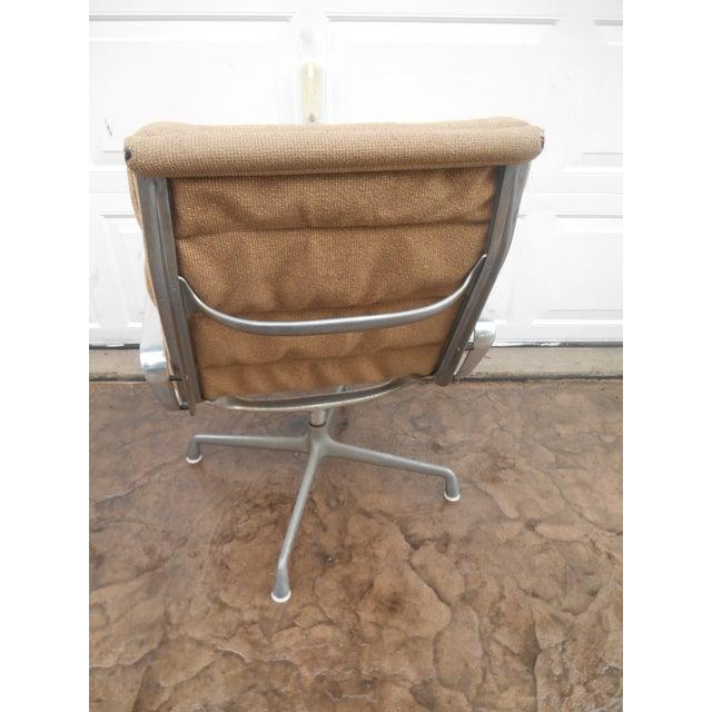 Herman Miller Vintage Herman Miller Padded Swivel Lounge Chair For Sale - Image 4 of 10