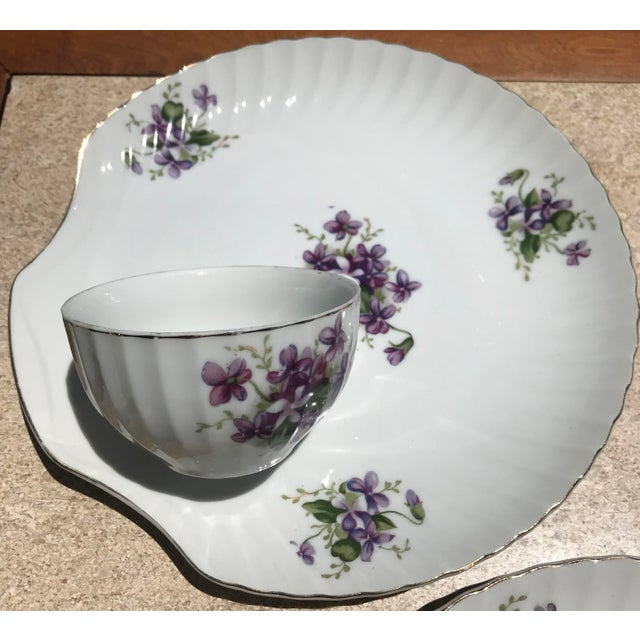 1900s 1990s Mid-Century Modern Purple Floral Tea Time Snack Plates and Cups - 8 Pieces For Sale - Image 5 of 7