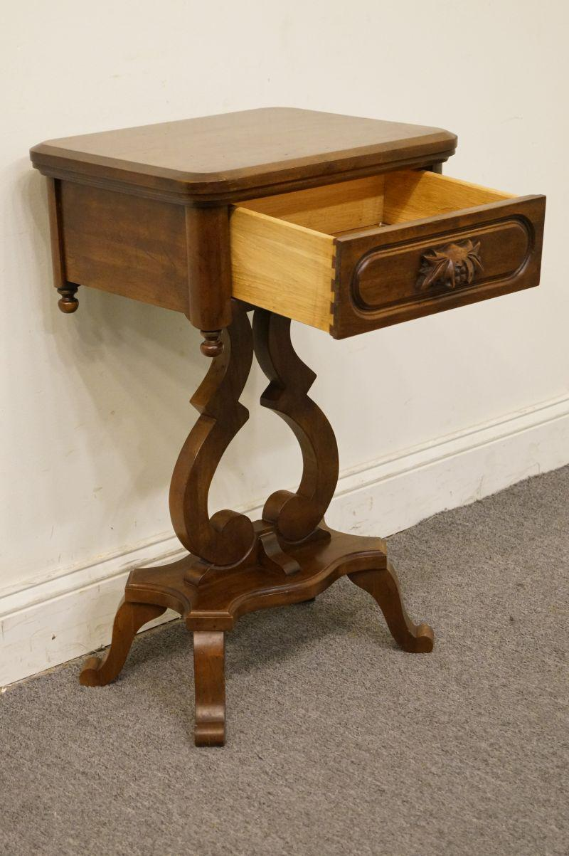 Late 20th Century Late 20th Century Vintage Davis Cabinet Lillian Russell  Nightstand For Sale   Image
