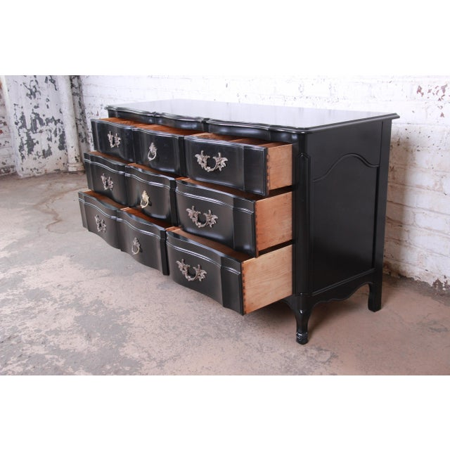 1950s John Widdicomb French Provincial Louis XV Ebonized Dresser, Newly Refinished For Sale - Image 5 of 13