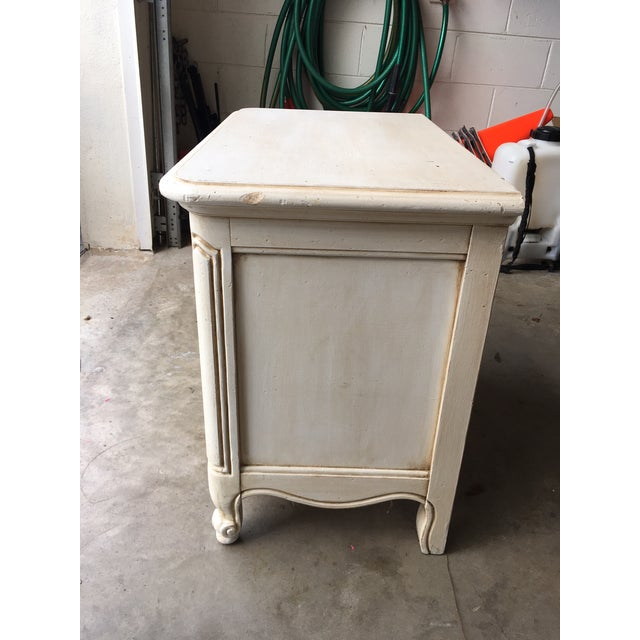 Hickory Manufacturing Company French Nightstands- A Pair - Image 6 of 11