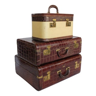 Vintage Leather Suitcases - Set of 3 For Sale