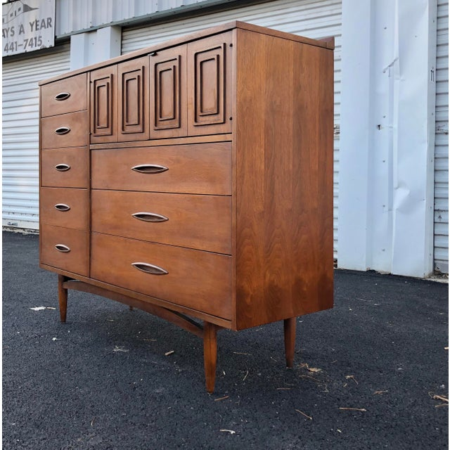 Mid-Century Modern Mid Century Broyhill Sculptra Magna Chest For Sale - Image 3 of 13