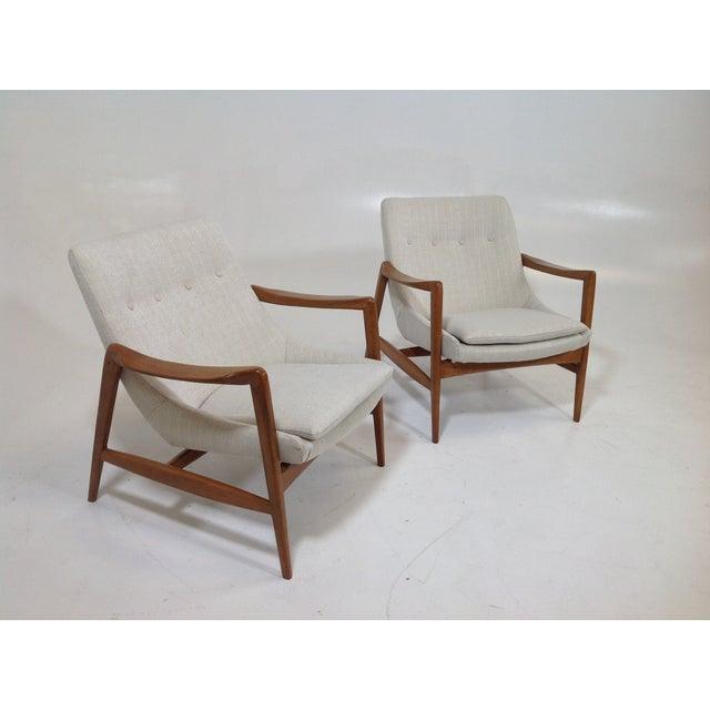 Mid Century Modern Lounge Chairs: Mid-Century Modern Lounge Chairs - A Pair