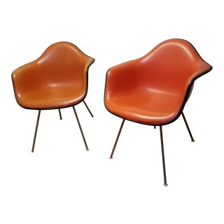 Pair of Mid-Century Modern Herman Miller Chairs For Sale