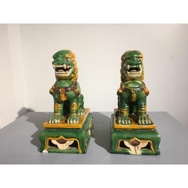 Yellow 1920s Chinese Sancai Glazed Foo Lions - a Pair For Sale - Image 8 of 11