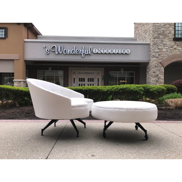 Eggshell Mid-Century-Modern Round Lounge Chair and Ottoman Space-Age White Vinyl For Sale - Image 8 of 12